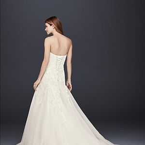 Gorgeous NEVER worn NEVER altered wedding Gown